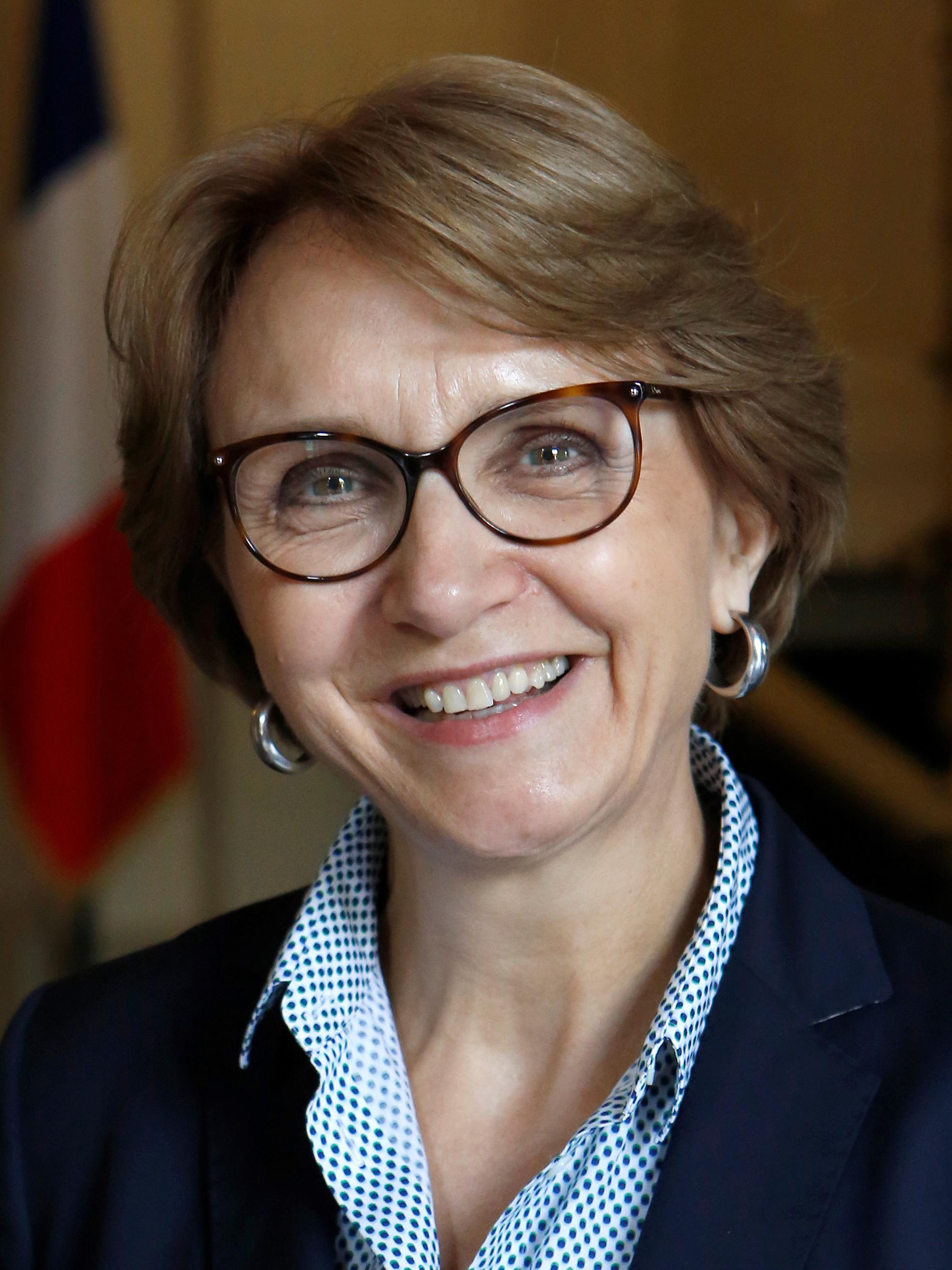 I. E. Anne-Marie Descôtes